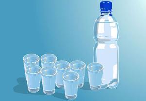 مصرف آب و نوشیدنی فراوان برای دفع سنگ کلیه