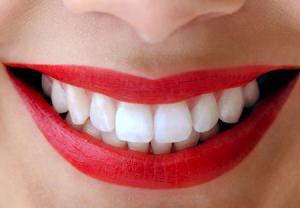 با رژ لب سفیدی دندان هایتان را چندین برابر کنید