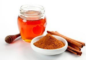 درمان جوش صورت با ماسک دارچین و عسل