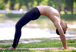 حرکت چرخ در ورزش یوگا برای تناسب اندام