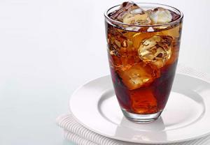 تأثیر نوشیدنیهای گازدار بر دندانها