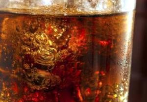اجتناب از مصرف نوشیدنیهای گازدار