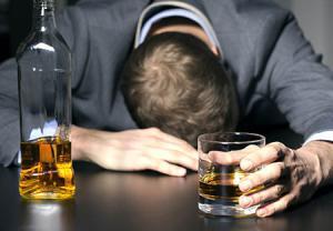 چه عواملی بر ماندگاری الکل در خون تأثیر میگذارد؟