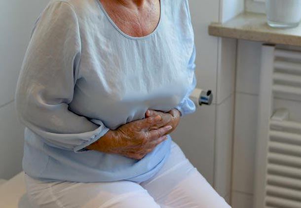 گرفتگی روده و دل درد از نشانه های سرطان پوست
