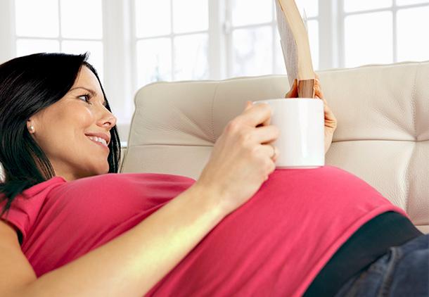 مصرف چای و قهوه در دوران بارداری چگونه بر کودک من تاثیر میگذارد؟