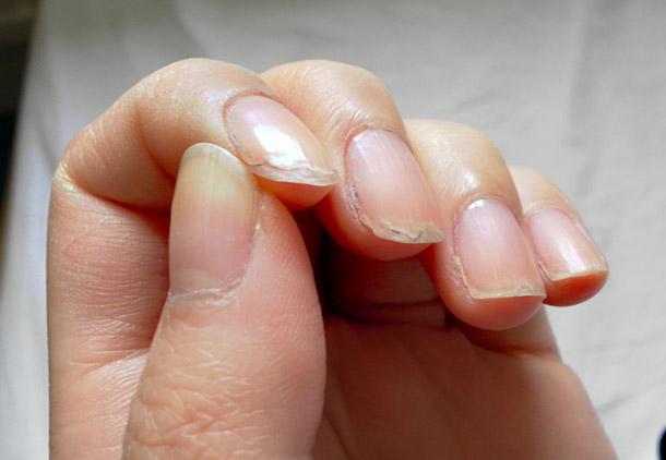 استفاده از محصولات تقویت ناخن های نرم