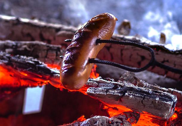 خوردن سوسیس چه خطراتی برای ما دارد؟