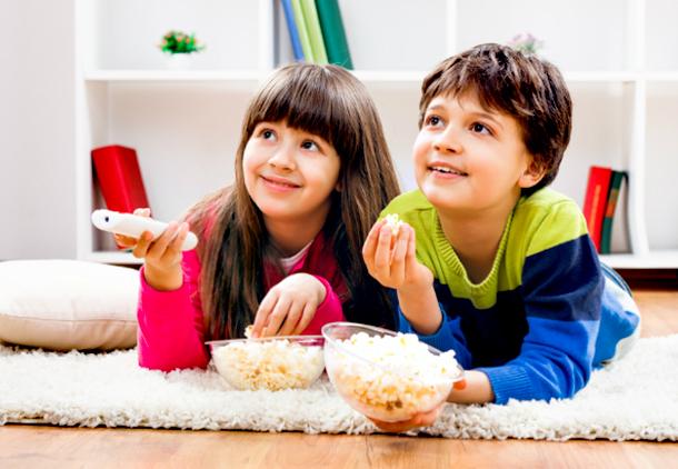 تبلیغات تلویزیونی چه تأثیری بر الگوی تغذیهای کودکان دارد؟