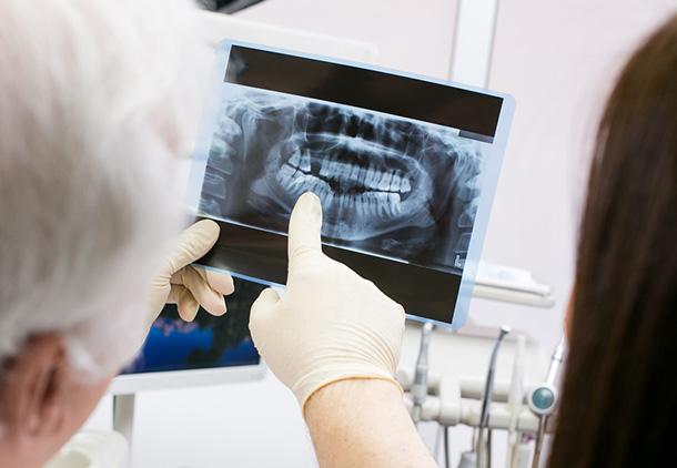 مدیریت ثبت پرونده بیماران و امور دندانپزشکی مانند آموزش دیجیتالی به بیماران