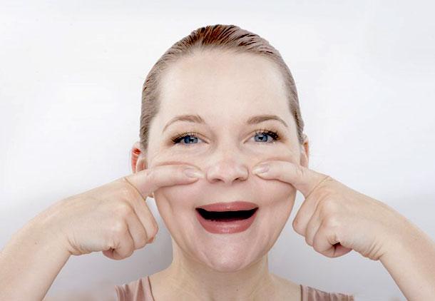 ورزشهای صورت چه تأثیری بر پوست زنان میانسال دارند؟