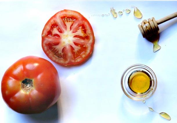 درمان جوش صورت با عسل و گوجهفرنگی