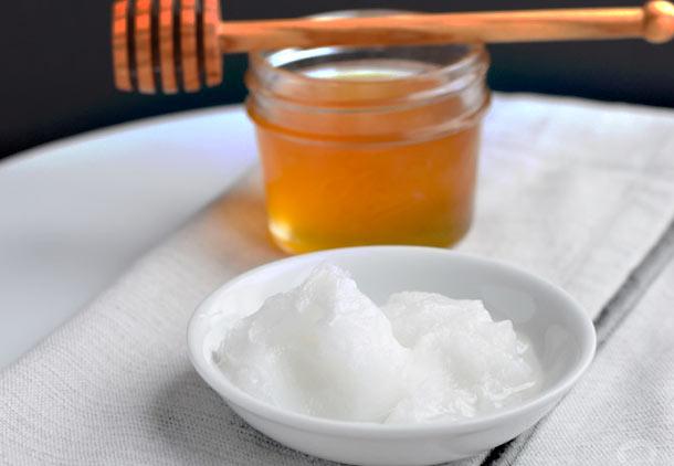 درمان جوش صورت با عسل و روغن نارگیل