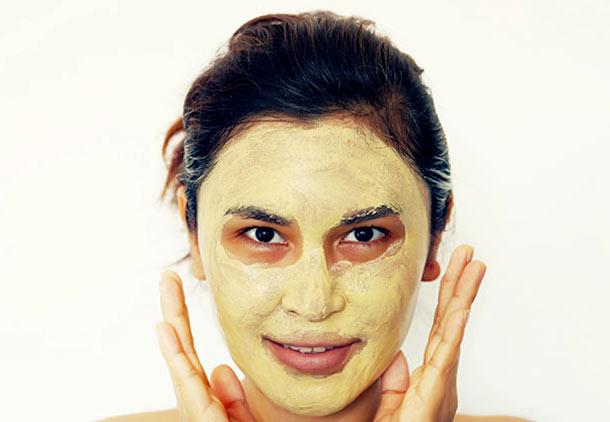 درمان جوش صورت با عسل و زردچوبه