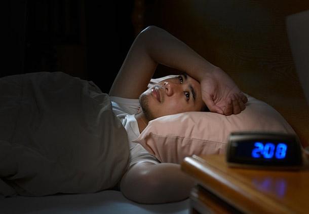 چرا برخی بیشتر از بقیه دچار بی خوابی میشوند؟