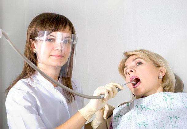 آیا در دوران بارداری میتوانیم خدمات دندانپزشکی انجام دهیم؟