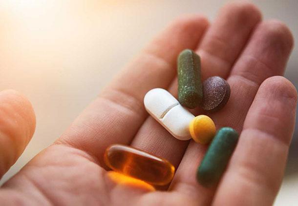 کاهش اشتها : کاهش اشتها به دلیل برخی از داروها