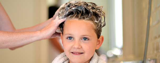 دلیل خارش سر نوزاد و کودک : علت خارش موی سر کودکان